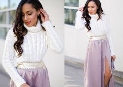 Белый женский свитер.