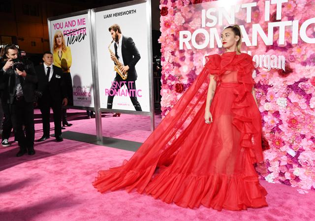 Майли Сайрус посетила премьеру фильма вместо своего мужа