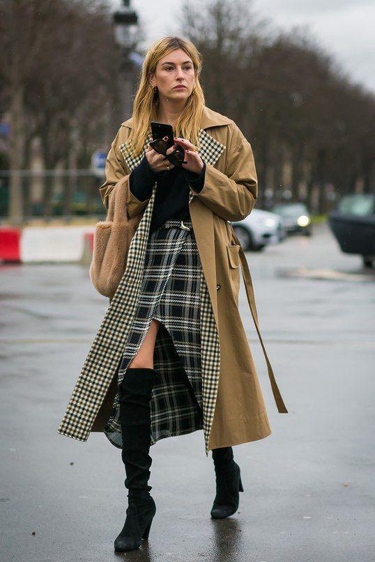 С чем носить коричневый плащ: подборка модных образов