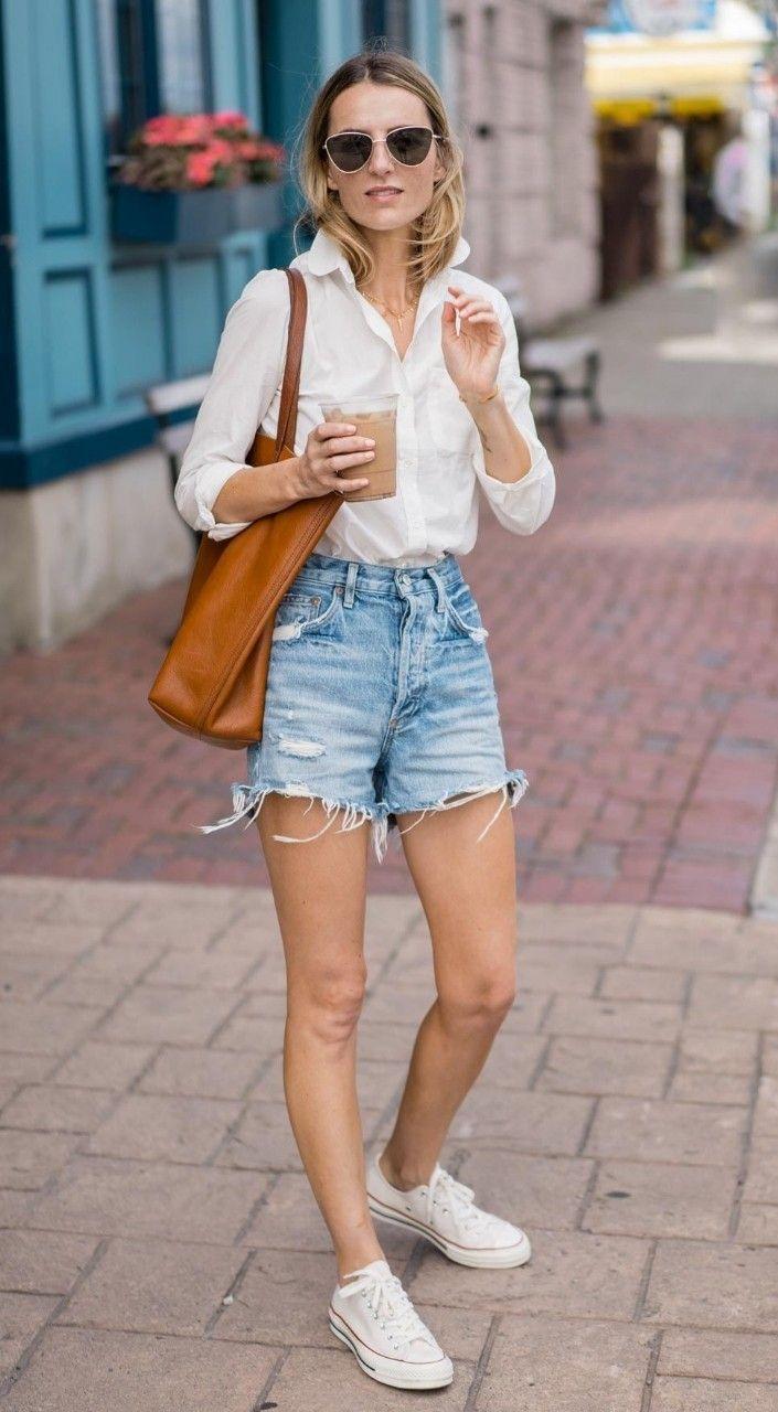 Стильно и комфортно: джинсовые шорты с кроссовками или кедами