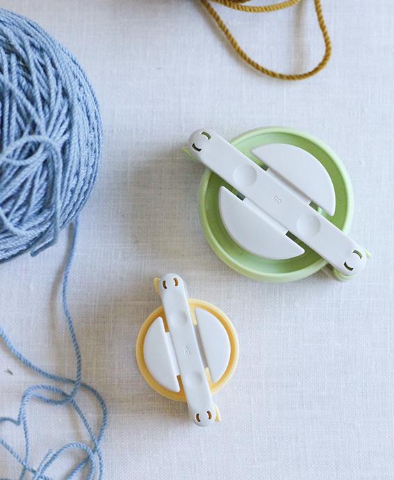 Уютные украшения или как сделать стильные серьги из помпонов своими руками (мастер-класс)
