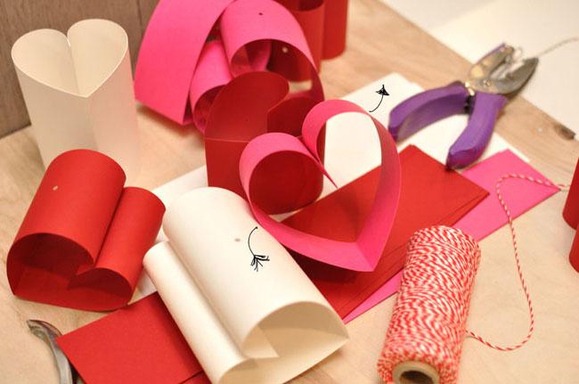 Гирлянда из бумажных сердечек своими руками (проще простого)