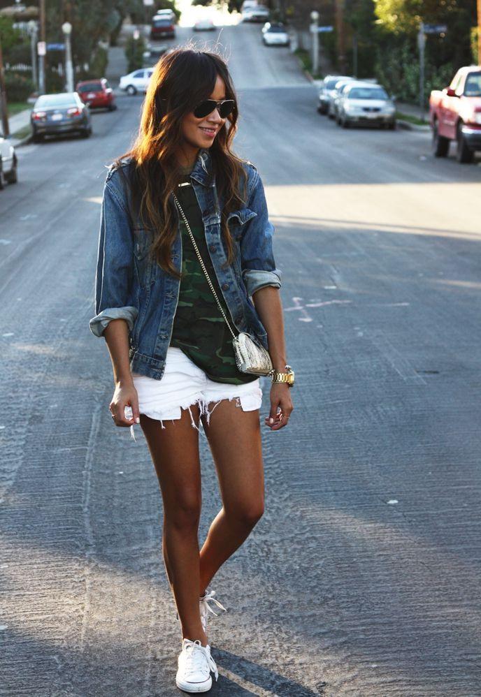 Носим красиво белые кеды и белые шорты (свежо, стильно, комфортно)