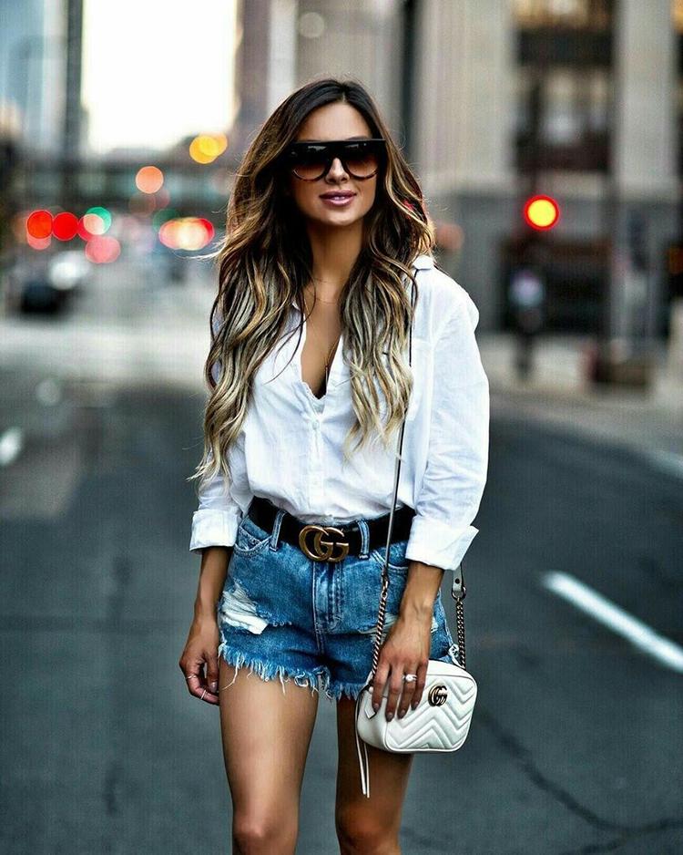 Свежо и стильно! Белая рубашка с джинсовыми шортами (фото модных образов)