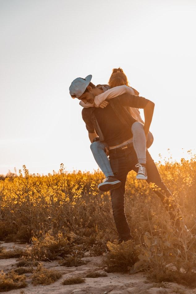Как заставить парня бегать за тобой (рассматриваем важные аспекты)