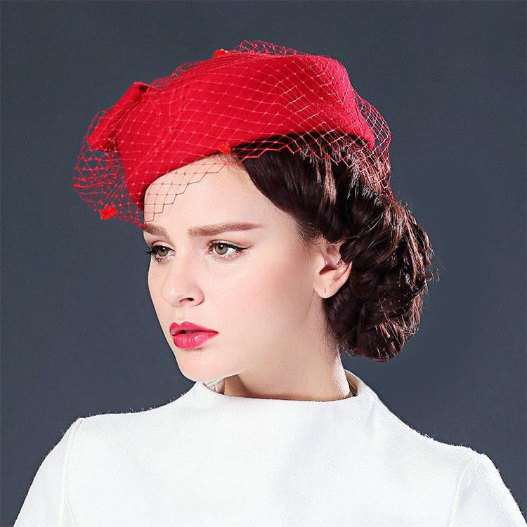 Шляпка-таблетка - модный штрих для поддержания женственного образа