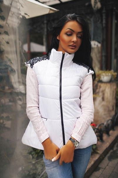 С чем носить дутый женский жилет (фото модных образов)